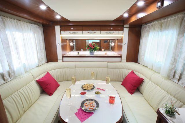 lancement d 39 une nouvelle etoile pendant le salon des v hicules de loisirs au bourget autostar. Black Bedroom Furniture Sets. Home Design Ideas
