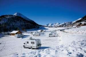 Camping-car à la neige