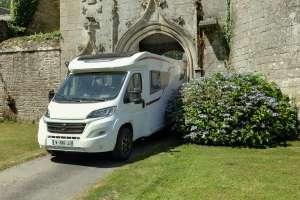 facilité pour se garer avec un camping-car profilé compact